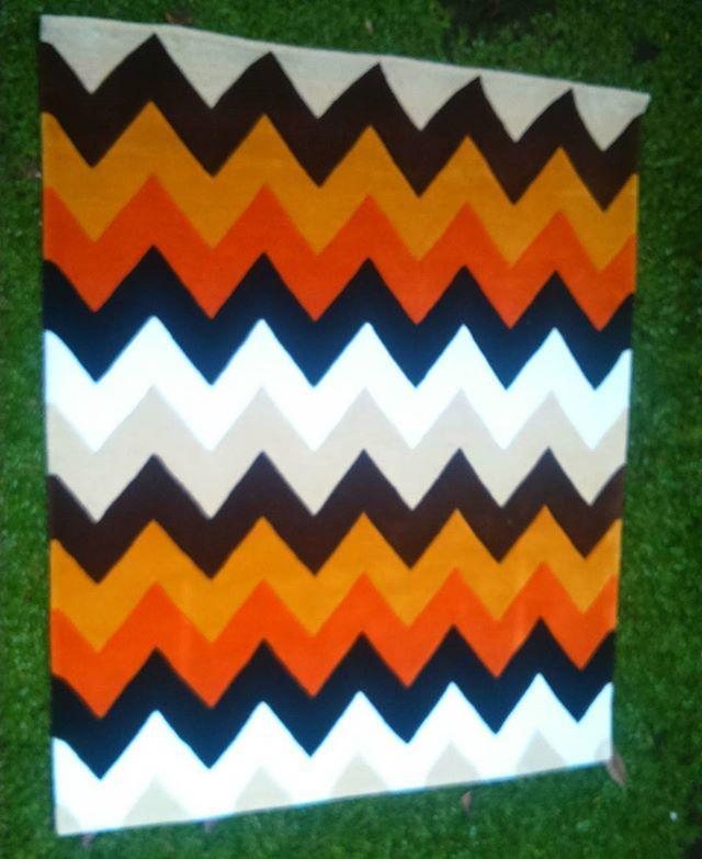 CHEVRON RUG 1,5 M x 1,25 M handtufted  Acrylic #rug #carpet #custom #customrug #moblerprojekt #interior #karpet #handtufted #handtuftedrugs #interiordesign #decor #homedecor #designinterior #dekorasi #chevron #indo #bdg