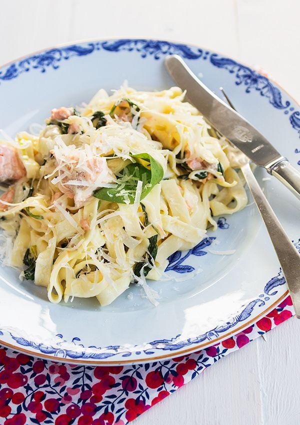 A creamy pasta with salmon, baby spinach and parmesan. (Krämig laxpasta med spenat och parmesan.)