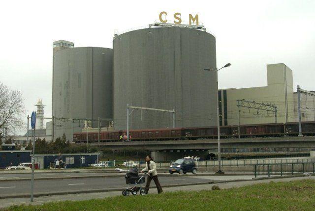 2004: Silo's bij C.S.M. suikerfabriek, later afgebroken voor de aanleg van de spoorzone