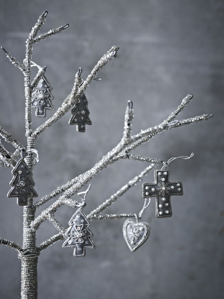 Simple silver christmas decorations! The Travelling Band X-MAS 13