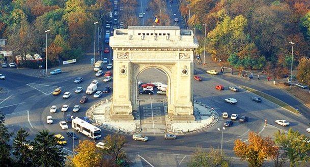 Primaria Generala a Capitalei a inceput lucrarile de reabilitare la Arcul de Triumf, cladirea monument istoric urmand a fi consolidata, restaurata si reintrodusa in circuitul istoric.  Lucrarile de