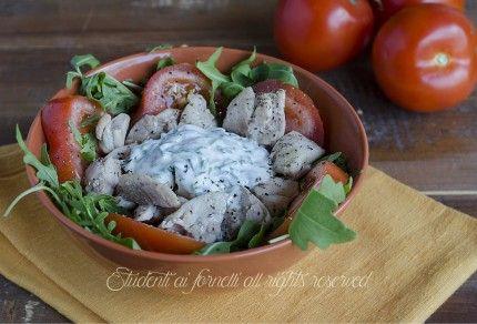 insalata di tacchino allo yogurt con pomodori e rucola ricetta fredda esiva veloce light