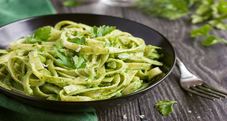 RECEPT: Špenátové tagliatelle s cesnakom a bylinkami.