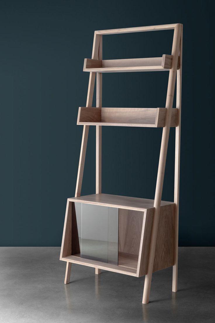 mueble italiano contemporáneo //  es un mueble que se puede usar en salas comunes para acomodar libros, televisiones medianas o casettes.