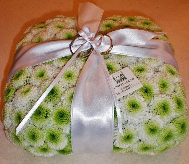 Fioreria Oltre/ Floral ring bearer pillow/ Button mums