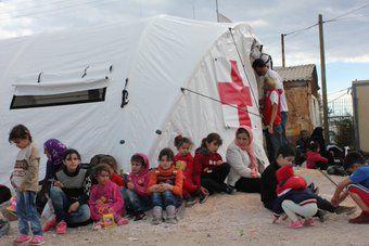 Sanidad y Cruz Roja colaboran en la asistencia sanitaria de los campos de refugiados de Ritsona y Pireo en Grecia con dos médicos, cifra ampliable hasta cinco profesionales