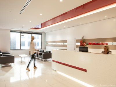 Clean elegant lines and bold corporate colours subtly supported by neutral tones provide a highly productive and welcoming work space.