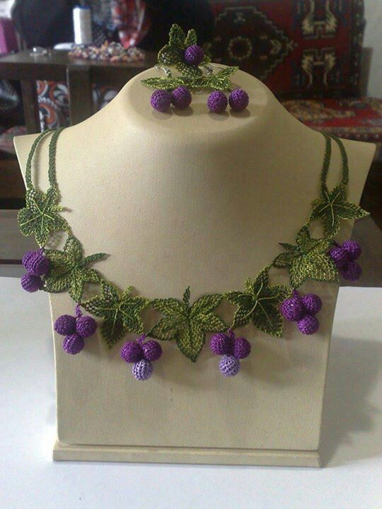 Ivy and berries Turkish oya necklace - would be pretty in all different colors for Beltaine/Litha (but I have a whole board of Beltaine crochet already!)