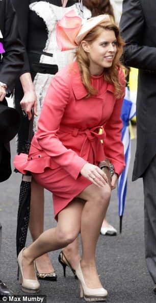 6-2012.  Princess Beatrice curtseys to her grandmother Queen Elizabeth II on the fifth day of Ascot