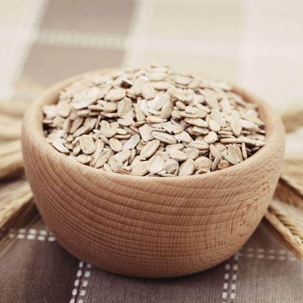 Trucos de belleza con avena. La avena es un cereal que cuenta con múltiples beneficios para la piel, hecho que lo convierte en uno de los ingredientes más utilizados por las grandes marcas de cosméticos y productos de belleza. Pe...