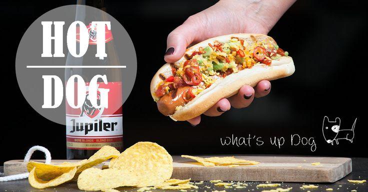 Hotdogs op zaterdag! Bordje met Hotdogs op schoot en kijken naar je favo tv-serie, je vingers onder de rode saus en weg spoelen met een koud biertje!