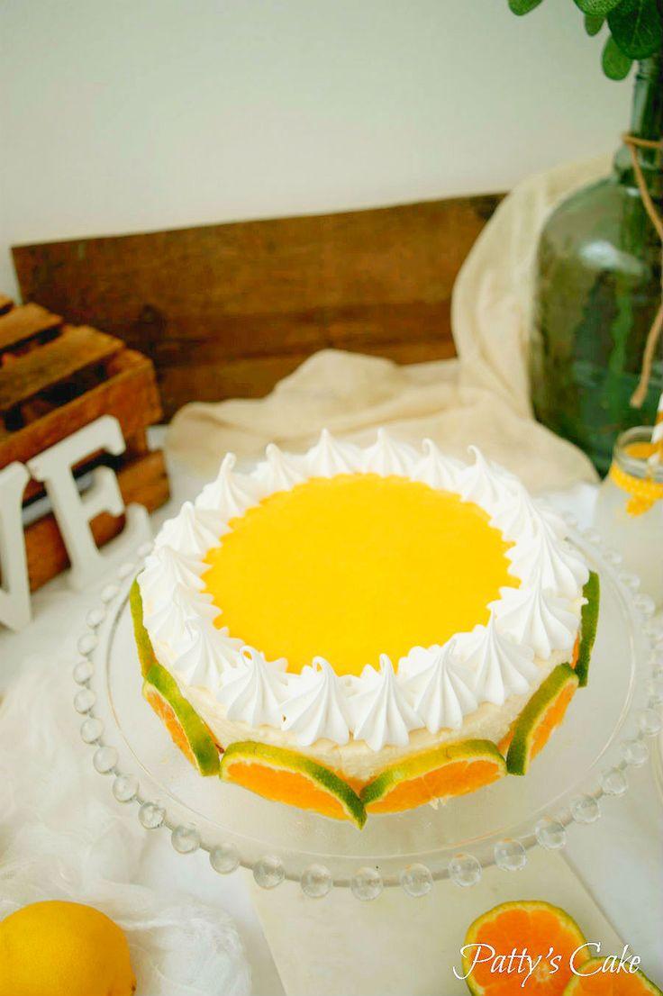 NO-BAKE MARSHMALLOW CHEESECAKE WITH MANDARIN ORANGE CURD AND SWISS MERINGUE  (Scroll down for the English recipe)     Un mes más estamos con...