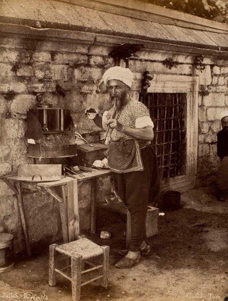 Seyyar kahveci, Abdullah Freres. Suna ve İnan Kıraç Vakfı Fotoğraf Koleksiyonu | Coffee-seller, Abdullah Freres. Suna and İnan Kıraç Foundation Photograph Collection