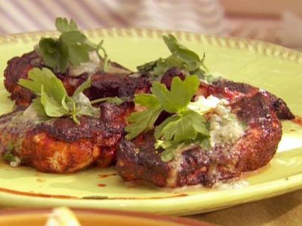 Peitos de Frango Grelhados ao Estilo Buffalo com Molho de Blue Cheese e Salada de Jicama e Melancia