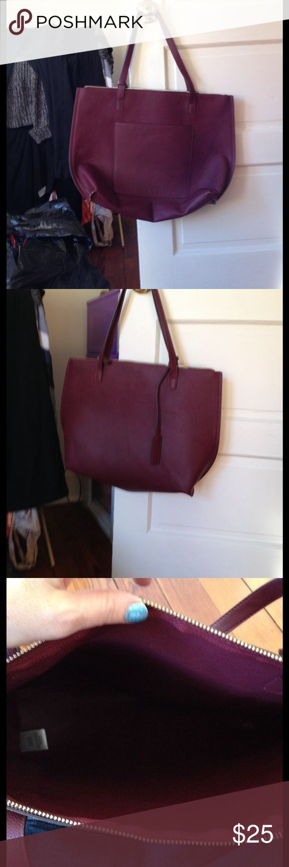 American Eagle Shopper Tote American eagle shopper tote. Burgundy! One big bag that zippers. One pocket in the front  none in the bag. One big bag. Only used a few times. In excellent condition. American Eagle Outfitters Bags Totes