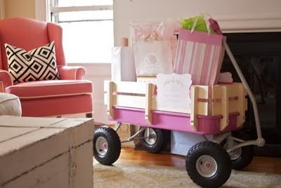 I need to have a babyshower for a friend, just so I can do this...to cute!