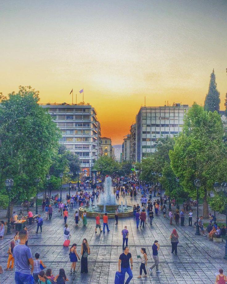 People there people here people everywhere.. Vivid city beautiful city.. #Athens  #journeygreece #clickatluxury #wu_greece