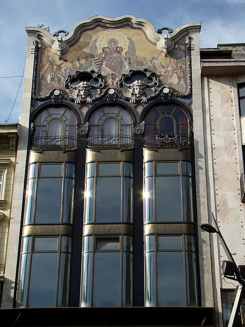 TörökBank House , designed by Henrik Böhm and Ármin Hegedűs in 1906.  Mosaic by Róth called Patrona Hungariae, which depicts Hungary surrounded by great Hungarians of the past.