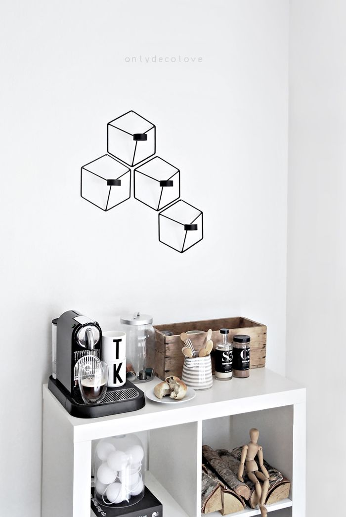 Create a coffee corner spot in your kitchen or living area for a quick caffeine fix any day! {via @onlydecolove} /ES