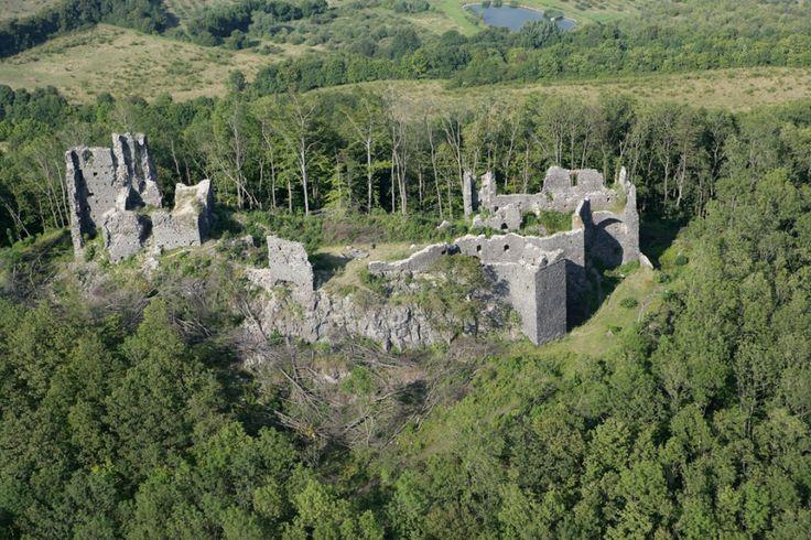 Zříceniny Královských hradů v okolí Klášterce : Perštejn; Lestkov (Egerberk); Šumburk