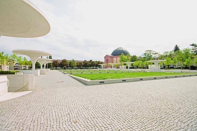 Georg-Buchner-Plaza.