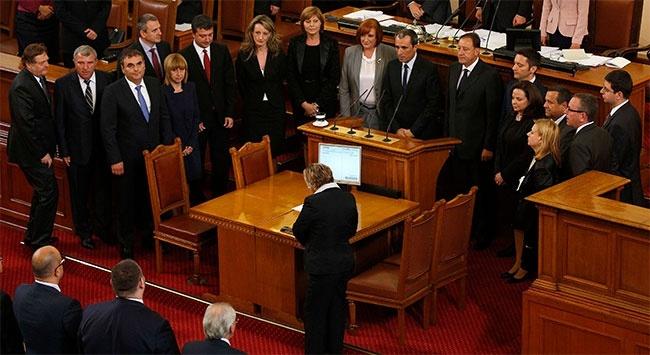 Yeni Bulgar hükümetinde bir Türk bakanYeni hükümette Türk kökenli Hasan Ademov Çalışma ve Sosyal İşler Bakanı oldu.