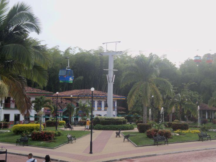 Parque del cafe, es uno de esos lugares mágicos de Colombia para conocer, ubicado en Armenia, Quindio. Fusiona la magia del café con la aventura de las atracciones mecánicas
