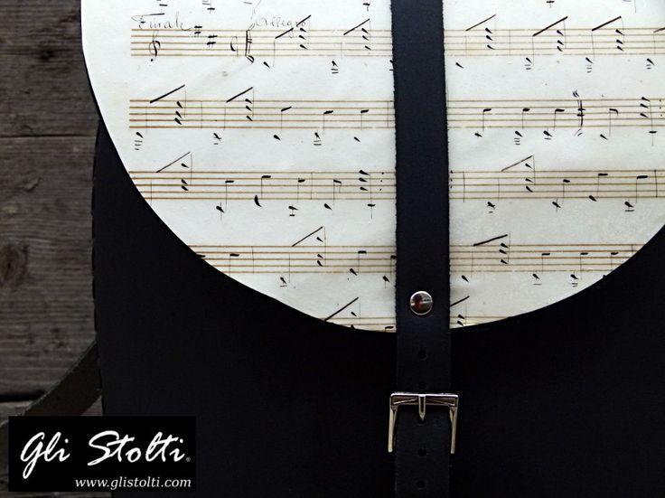 Zainetto artigianale in cuoio lavorato e cucito a mano, decorato con spartiti musicali vintage originali. Vai al link per tutte le info: http://glistolti.shopmania.biz/compra/zainetto-artigianale-in-cuoio-pixie-spartiti-musicali-558 Gli Stolti Original Design. Handmade in Italy. #glistolti #moda #artigianato #madeinitaly #design #stile #roma #rome #shopping #fashion #handmade #handicraft #style #cuoio #leather #musica #music