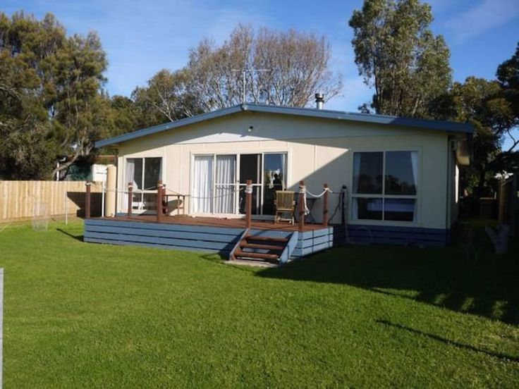 House in Ventnor, Australia. Our cosy 3BD cottage is ideal for families seeking a peaceful holiday on Phillip Island. Bay views and a stone's throw from the beach it will comfortably accommodate a family of 5 or 4 adults. Situated in Ventnor it is quiet all year round.   The ...