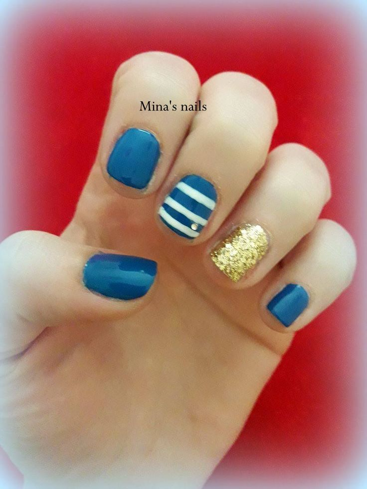 Evi's navy nails <3