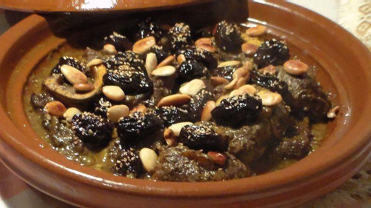 Tajine van lamsvlees met pruimen en amandelen. Tajine van lamsvlees met pruimen en amandelen, Heerlijk recept van mijn schoonmoeder, heel gemakkelijk om te maken en het ziet er heel feestelijk uit op tafel