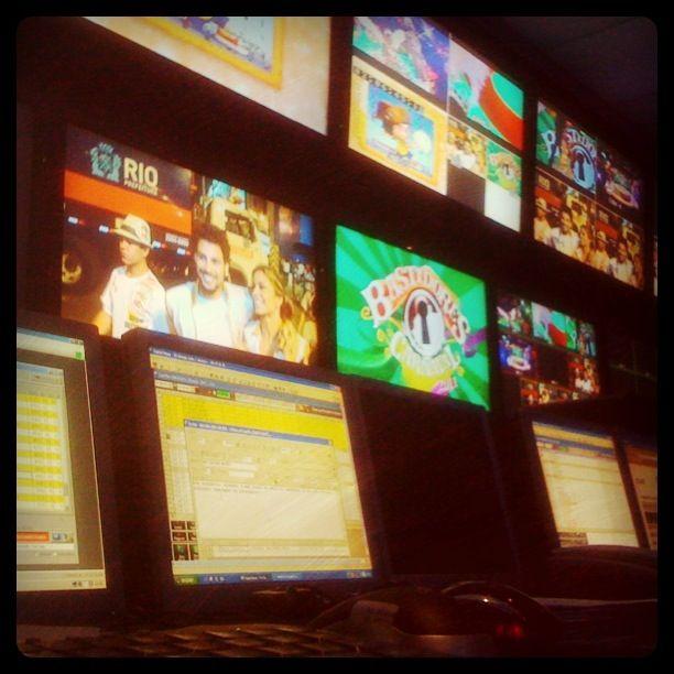 No switcher, acompanhando a cobertura dos bastidores do Carnaval 2011, na RedeTV! (2011)