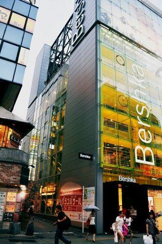 Enorme tienda Bershka en Shibuya.