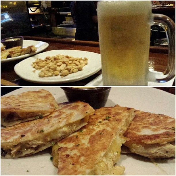 #chilling #relaxing #chicken #quessadilla  w/ ice cold #sanmig #draft #light #beer for #dinner #yummy #food #philippines #サンミゲル #生ビール #晩ごはん #フィリピン