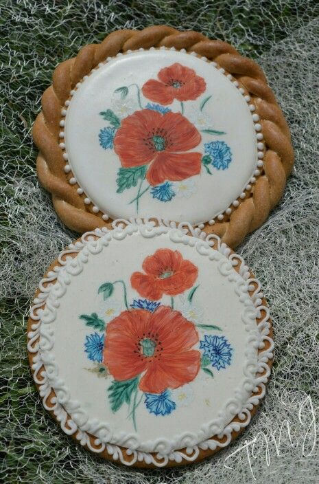Painted poppy flower royal icing gingerbread. Festett pipacsos mézeskalács.