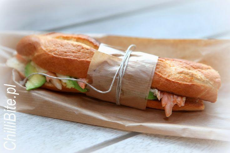 ChilliBite.pl - motywuje do gotowania! Świetne przepisy, autorskie zdjęcia i dobra energia :): Wyśmienita bagietka z awokado i łososiem