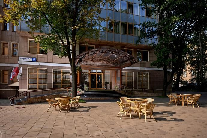 D Hotel Moscow offers 4-star accommodation in Moscow. It also features a rooftop terrace and free Wi-Fi.   There are a range of facilities available to those staying at the hotel, including valet parking, a coffee bar and 24-hour room service. Corporate amenities include meeting rooms and a business centre.