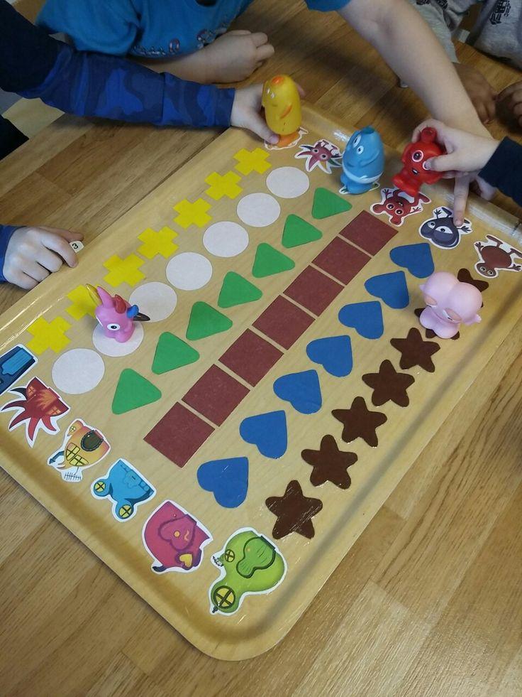 Spel tillverkat till babblarna. Vi valde att klippa ut olika former till varje Babbel. Själva spelat är lackat med decoupache lack på en bricka