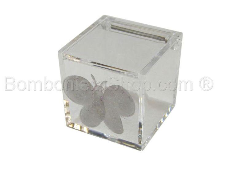 Cubo in plexiglass con applicazione farfalla bianca