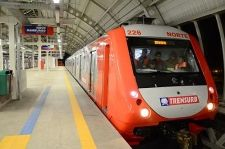 TRENSURB, the metro operator in the Brazilian city of Porto Alegre, has accepted delivery of the last of 15 four-car Metropolis EMUs being supplied by the FrotaPoa consortium of Alstom and CAF Brazil under a contract signed in 2012.