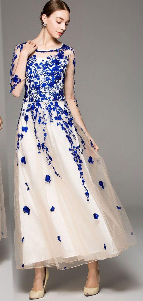 86b4d17a59610 robe de soirée blanche et bleu avec broderies à manche longue   fashiom wedding