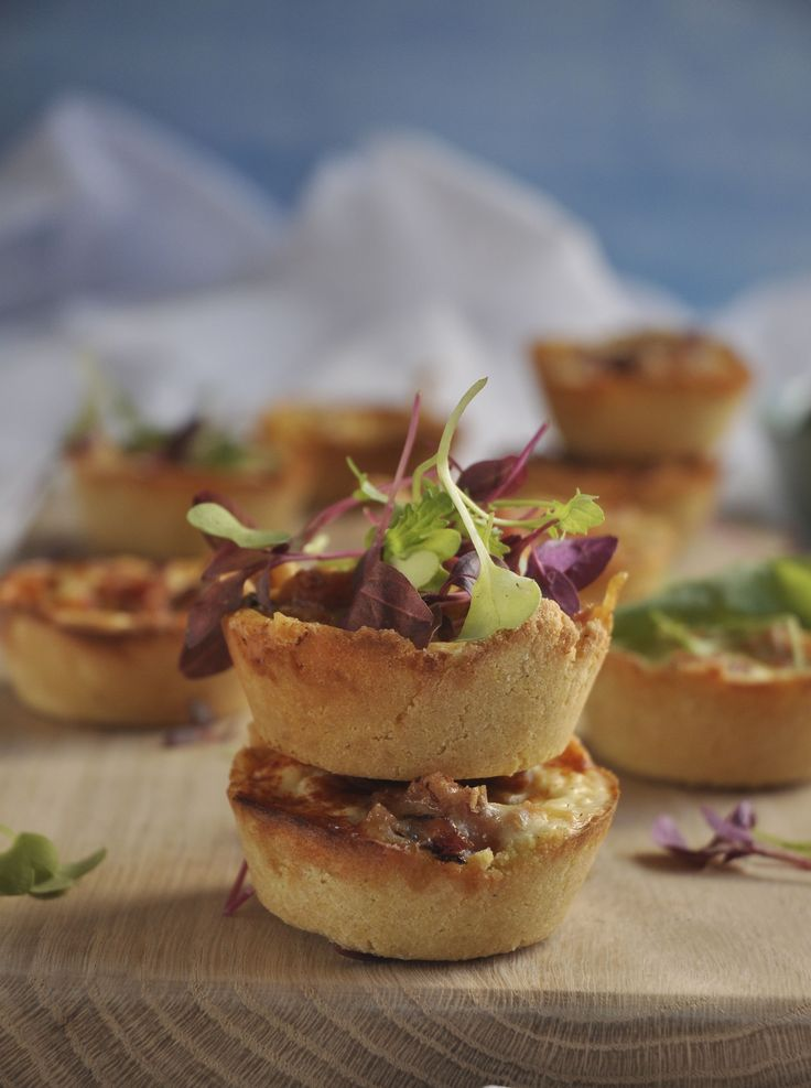 Banting Quiches with Bacon and Blue Cheese