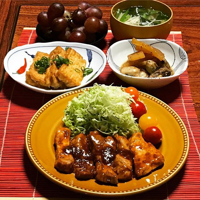 トンテキ厚揚げたれ焼き 牡蠣大根炒め煮レッドグローブ きのこほうれん草中華スープ 春キャベツの千切り、切りにくいですがやわらく甘くててりてりのトンテキと合います✨ #japanesefood #dinner #food #w7foods #cooking #おうちごはん #おかず #クッキングラム #デリスタグラマー #夕飯記録 #今日の夕飯 #トンテキ#暮らし#料理#手作り#肉#魚#野菜#野菜たっぷり #いえごはん