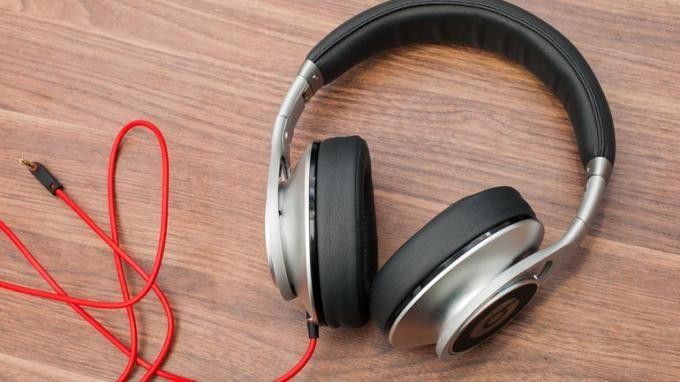Best bass headphones under $100. Click here http://headphones100.com/best-bass-headphones/