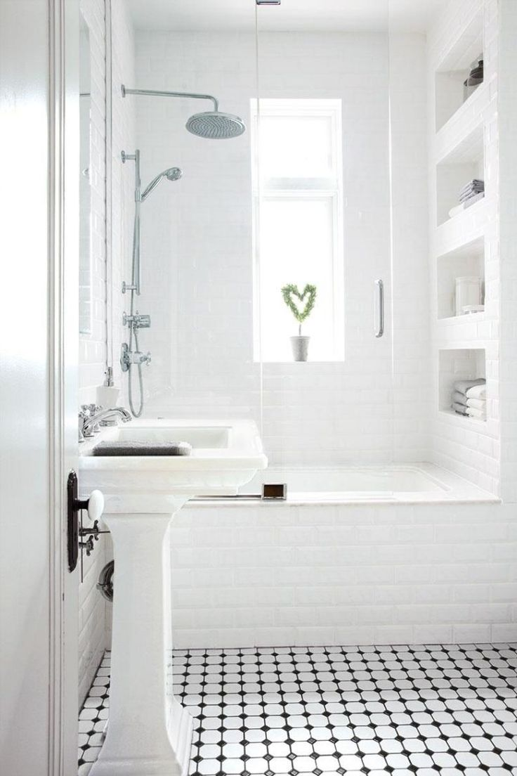 Bathroom designs black and white tiles - Comment Agrandir La Petite Salle De Bains 25 Exemples Classic White Bathroomssmall