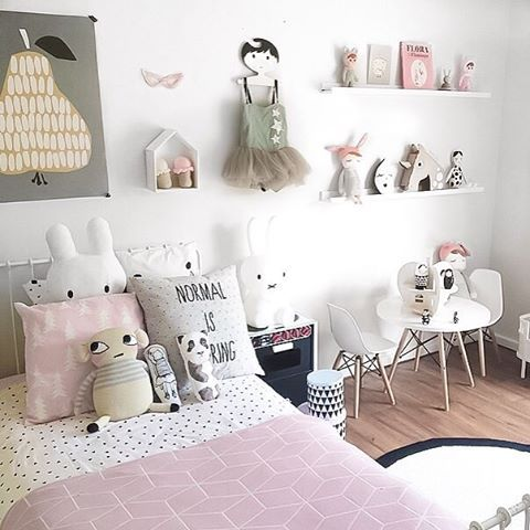 Little girls room inspiration from @marciaplus5 👈🏻 Scandi-style room must…