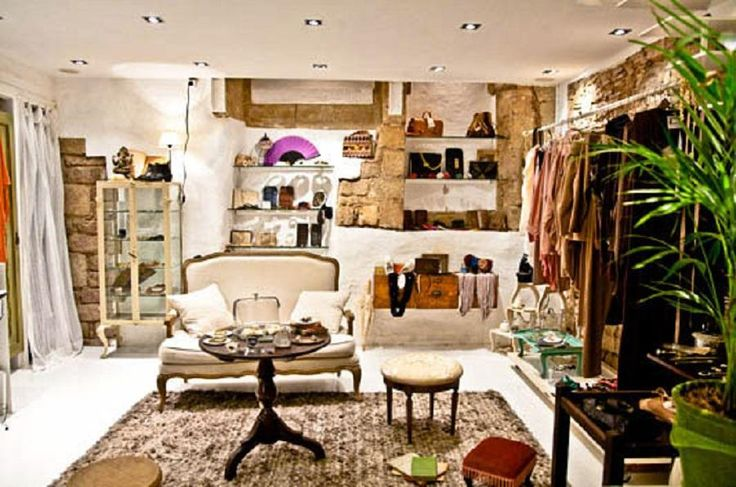 Discover the best luxury shops in Barcelona, from large brands to the best local designers in the city in a private small group. Our professional guide will take you on a stroll through this stylish city and visit areas like Passeig de Gracia and Diagonal and Gracia quarter with Tourboks.