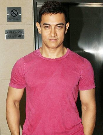 Aamir Khan awarded for pressing social problems through Satyamev Jayate! - http://www.bolegaindia.com/gossips/Aamir_Khan_awarded_for_pressing_social_problems_through_Satyamev_Jayate-gid-36312-gc-6.html
