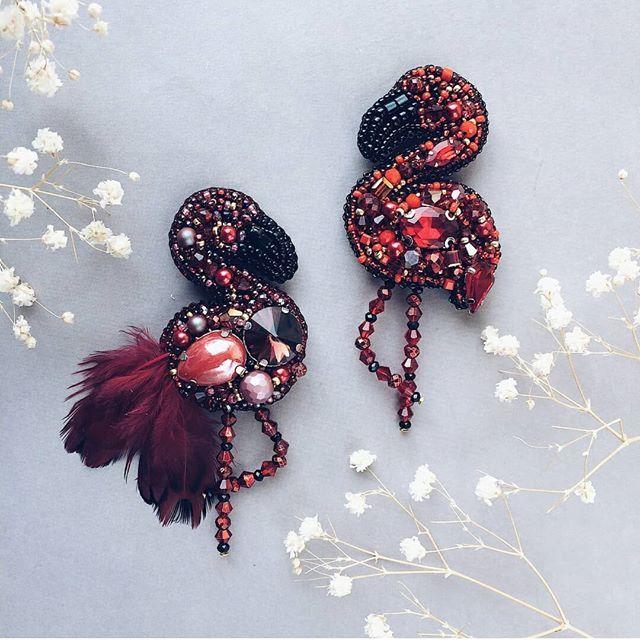 Автор @_jewel_zi_ 〰〰〰〰〰〰〰〰〰〰〰〰〰〰 По всем вопросам обращайтесь к авторам изделий!!! #ручнаяработа #брошьизбисера #брошьручнойработы #вышивкабисером #мастер #бисер #handmade_prostor #handmadejewelry #brooch #beads #crystal #embroidery #swarovskicrystals #swarovski #купитьброшь #украшенияручнойработы #handmade #handemroidery #брошь #кольеручнойработы #кольеизбисера #браслеты #браслетручнойработы #сутажныеукрашения #сутаж #шибори #полимернаяглина #украшенияизполимернойглины
