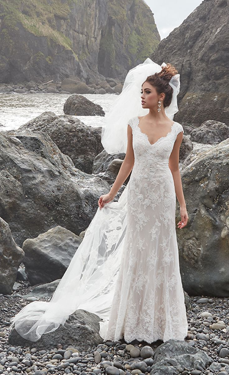 This gorgeous lace wedding dress has a beautiful sleeveless bodice with a scalloped V-neckline and a fitted bodice in a figure-flattering A-line silhouette.